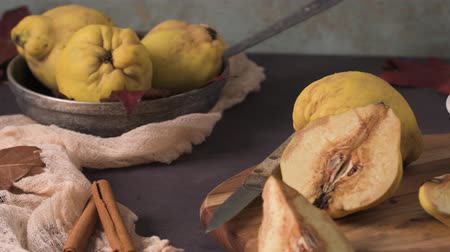 spiżarnia : Quince fruits and marmalade in a ceramic bowl on table top.