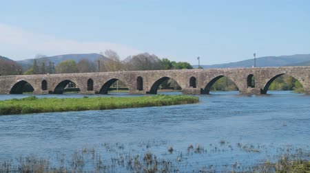 lima : Roman bridge crossing the Rio Lima in Ponte de Lima. Camino de Santiago - Portugal. Stock Footage