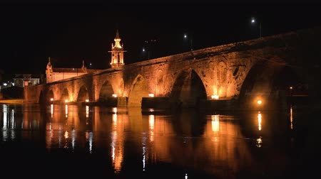 hacı : Night view of Roman bridge crossing the Rio Lima in Ponte de Lima. Camino de Santiago - Portugal.