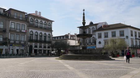 lima : PONTE DE LIMA, PORTUGAL - CIRCA APRIL 2018: The main square Largo de Camoes with the 18th Century fountain in Ponte de Lima, a town in the Northern Minho region in Portugal.