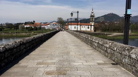 zajímavosti : PONTE DE LIMA, PORTUGAL - CIRCA APRIL 2018: Roman bridge crossing the Rio Lima in Ponte de Lima on the Camino de Santiago.