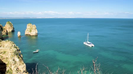 ponta da piedade : LAGOS, PORTUGAL - CIRCA MAY 2018: Cliffs view by Atlantic Ocean, Lagos, Algarve, Portugal.