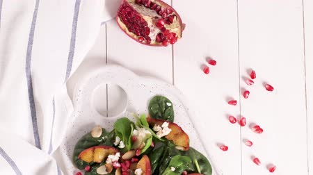 ocet : Fresh vegetable salad with grilled peach, pomegranate, spinach and fresh cheese.