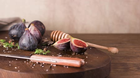 incir : Fresh figs. Whole figs and sliced in half figs on wooden cutting board