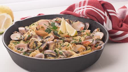 małże : Traditional italian seafood pasta with clams Spaghetti alle Vongole. Wideo