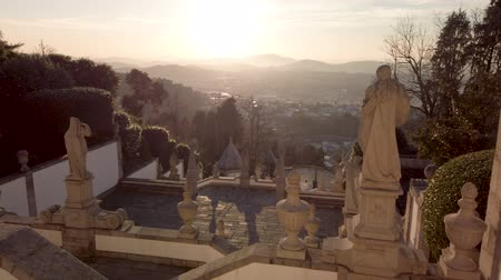 peregrino : BRAGA, PORTUGAL - CIRCA FEBRUARY 2019: Sanctuary of Bom Jesus do Monte (also known as Sanctuary of Bom Jesus de Braga) is located in Tenoes parish, in the city, county and district of Braga, Portugal. Stock Footage