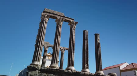imparatorluk : Architectural detail of the Roman temple of Evora in Portugal or Temple of Diana. It is a UNESCO World Heritage Site.