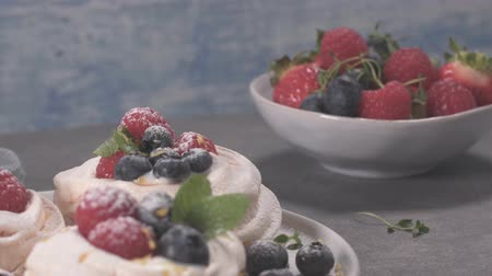 şekerleme : Small pavlova cakes with fresh raspberries and blueberries. Stok Video