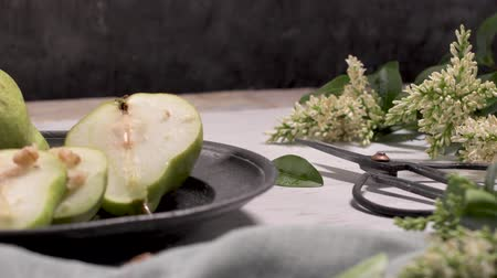 aromatique : Metal plate with delicious ripe pears on table.