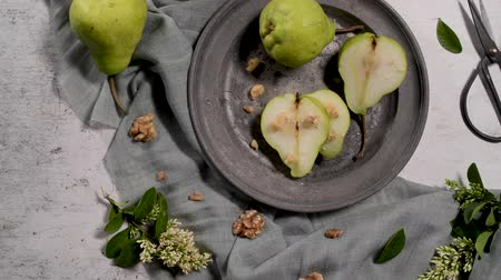 sapori : Metal plate with delicious ripe pears on table.