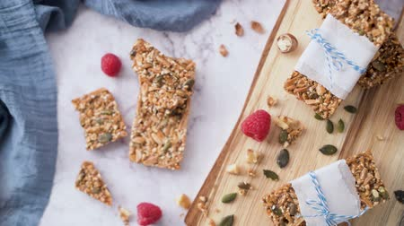 rodzynki : Organic homemade granola bars on rustic marble stone kitchen countertop. Wideo