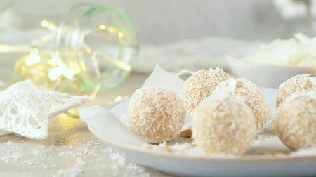 pörkölt cukros mandula : Homemade candies with coconut roasted almonds on a Christmas season table decorated with lights and stars.