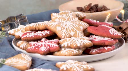 kar taneleri : Baked Christmas cookies on rustic dark background. Stok Video