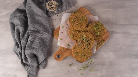 Raw veggie burger with lentils, dry tomato and thyme on wood cutting board. Vidéos Libres De Droits