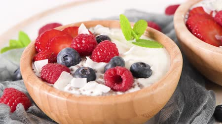 фрукты : Yogurt with Chia seeds and fresh Strawberries, Raspberries, and Blueberries. Concept of Healthy Eating.