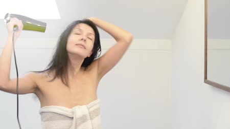 hajápoló : Attractive woman in a towel blow drying her hair