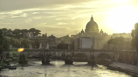 roma : Time lapse of sunset behind the Vatican Stok Video