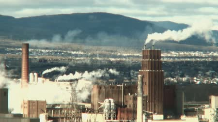 respiração : a factory in action, releasing a lot of smoke and pollution in the atmosphere