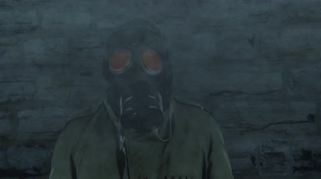 zararlı : Man wearing a gas mask in a polluted atmosphere Stok Video