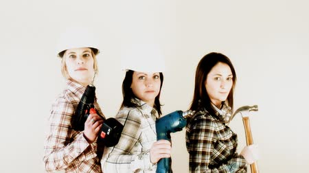 дружба : Funny HD video of 3 girls in the seventies style of Charlie Angels ready for some serious home improvement action…