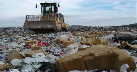 odpadky : Bulldozer flattening garbage in landfill waste Site