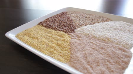 trigo sarraceno : several types of cereals on one plate. buckwheat, rice, millet, barley, quinoa. the camera moves around this to the left Vídeos