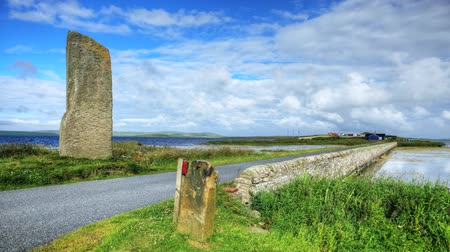 arqueológico : The Watchstone is a large Standing Stone in  Orkney, Scotland Stock Footage