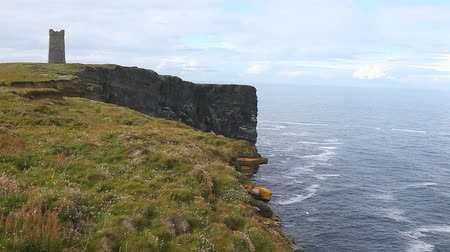 bretanha : Kitcheners Memorial on Marwick Head, Orkney Islands, Scotland Vídeos