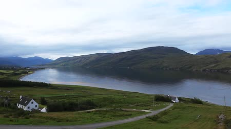 bretanha : A quiet morning view overlooking Ullapool in Scotland