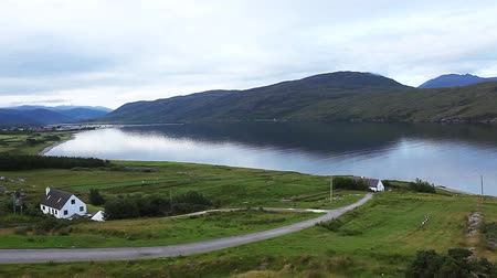 skotsko : A quiet morning view over Ullapool in Scotland Dostupné videozáznamy