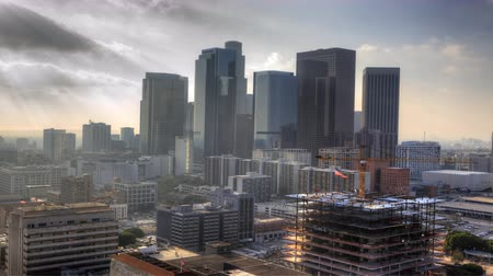 határkő : 4K UltraHD Misty view of Los Angeles city center Stock mozgókép