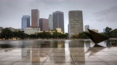 západ : 4K UltraHD View of Los Angeles skyline with reflecting pool in the foreground