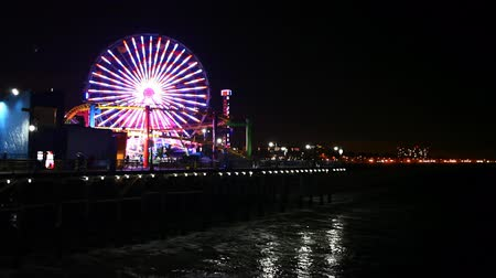 atracação : Night view of the attractions of the Santa Monica Pier