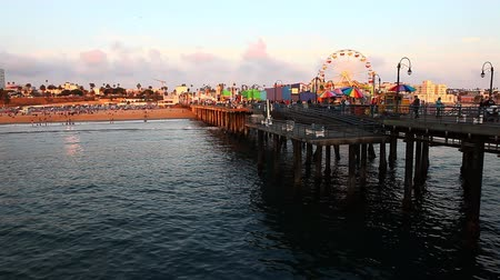 atracação : A view of the attractions of the Santa Monica Pier