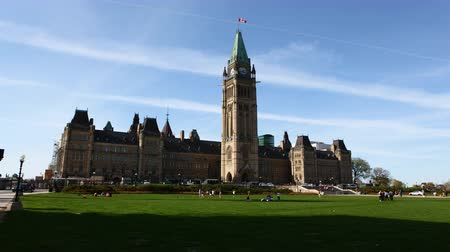 парламент : 4K UltraHD A timelapse view of Parliament in Canada Стоковые видеозаписи