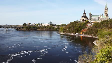 Онтарио : Canadas Parliament Buildings  along the Ottawa River