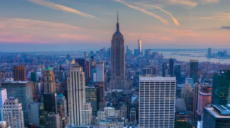 государство : Zoom out of nightfall in the heart of Manhattan