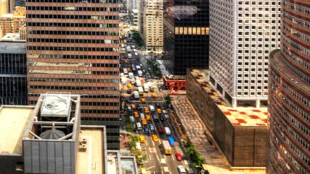 droga : Zoom out of a wide view of Manhattan Wideo
