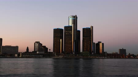 mi : 4K UltraHD Timelapse of the Detroit skyline from day to night