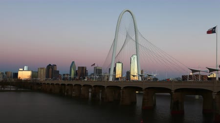 маргарита : 4K UltraHD Timelapse day to night on the Margaret Hunt Bridge into Dallas