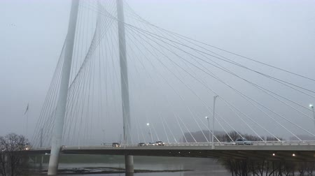 маргарита : 4K UltraHD Early morning fog at the the Margaret Hunt Bridge in Dallas Стоковые видеозаписи