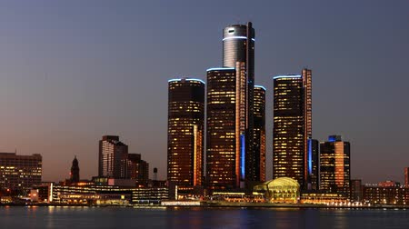 состояние : Timelapse of the Detroit skyline from day to night across river