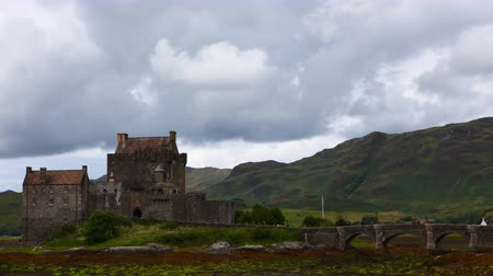 felvidéki : 4K UltraHD Timelapse of the picturesque Castle of Eilean Donan in Scotland