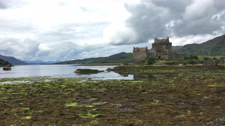 felvidéki : 4K UltraHD The picturesque Castle of Eilean Donan in Scotland