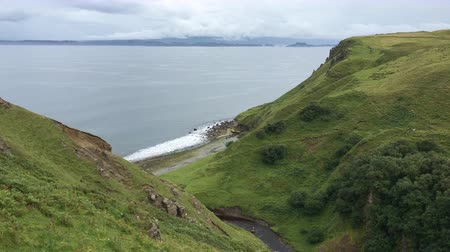 felvidéki : 4K UltraHD Clifftop view from the Isle of Skye, Scotland