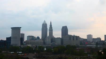 dny : 4K UltraHD Timelapse of the skyline of Cleveland, Ohio on a sunny day