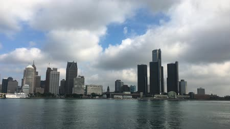 mi : 4K UltraHD View of the Detroit skyline across the river