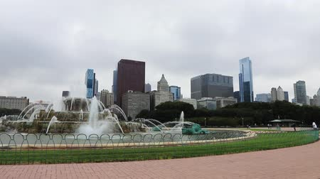 usa : Chicago skyline and the Buckingham Fountain