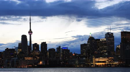 canadense : 4K UltraHD Timelapse of the Toronto skyline at twilight