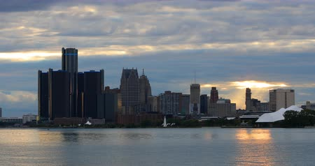 mi : Detroit Skyline from Belle Isle at twilight 4K
